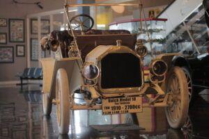Mau Naik Mobil Kuno Jenis Buick 1910? Ke Museum Angkut Saja