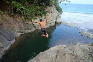 Bertualang Menyusuri Surga Tersembunyi: Air Terjun Banyu Anjlok, Malang