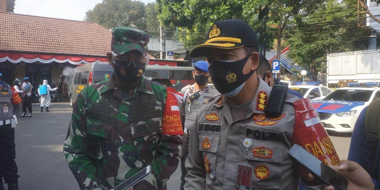 polisi terkait pencium jenazah