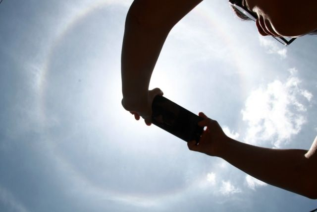 Fenomena halo matahari yang terjadi di langit jawa timur
