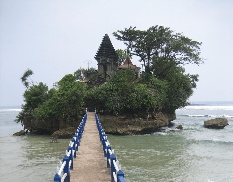 pantai balekambang salah satu pantai di jawa timur, wisata di malang