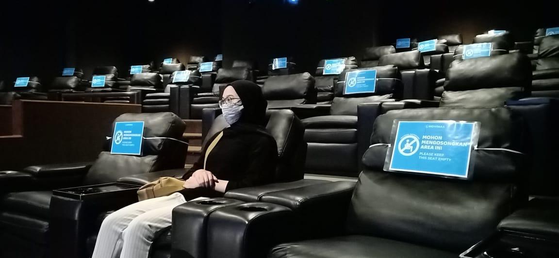 Suasana nonton bioskop era new normal.