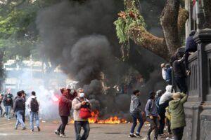 unjuk rasa omnibus law UU cipta kerja di Malang berakhir ricuh