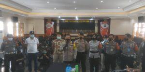 Kapolresta Malang Kota Kombes Pol Leonardus Simarmata saat konferensi pers mengamankan 129 demonstran rusuh di aksi tolak Omnibus Law di Malang, Jumat (9/10).