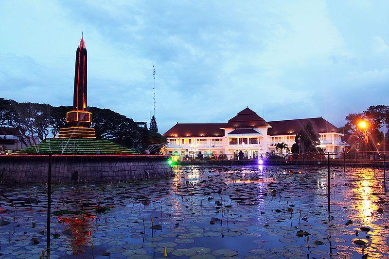 Tugu Malang, salah satu tempat ikonis di Malang. wisata sejarah di malang