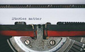 Menulis mesin tik. Penulis naskah film