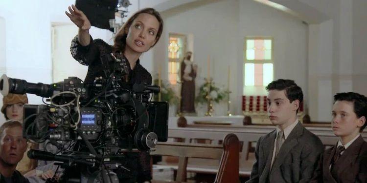 Angelina Jolie saat jadi sutradara film Unreasonable Behaviour
