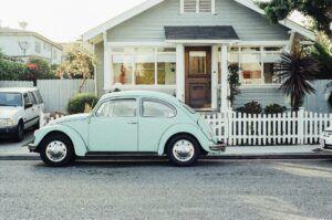 mobil dan rumah klasik