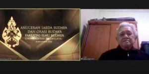 Sastrawan Abdul Hadi W.M hadir secara daring melalui aplikasi zoom dalam acara Anugerah Sabda Budaya Brawijaya