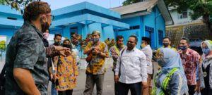 Ketua Komisi B DPRD Kota Malang Trio Agus Purwono saat meninjau langsung lokasi pompa PDAM Sumber Wendit, Pakis, Kabupaten Malang, Jumat (13/11).