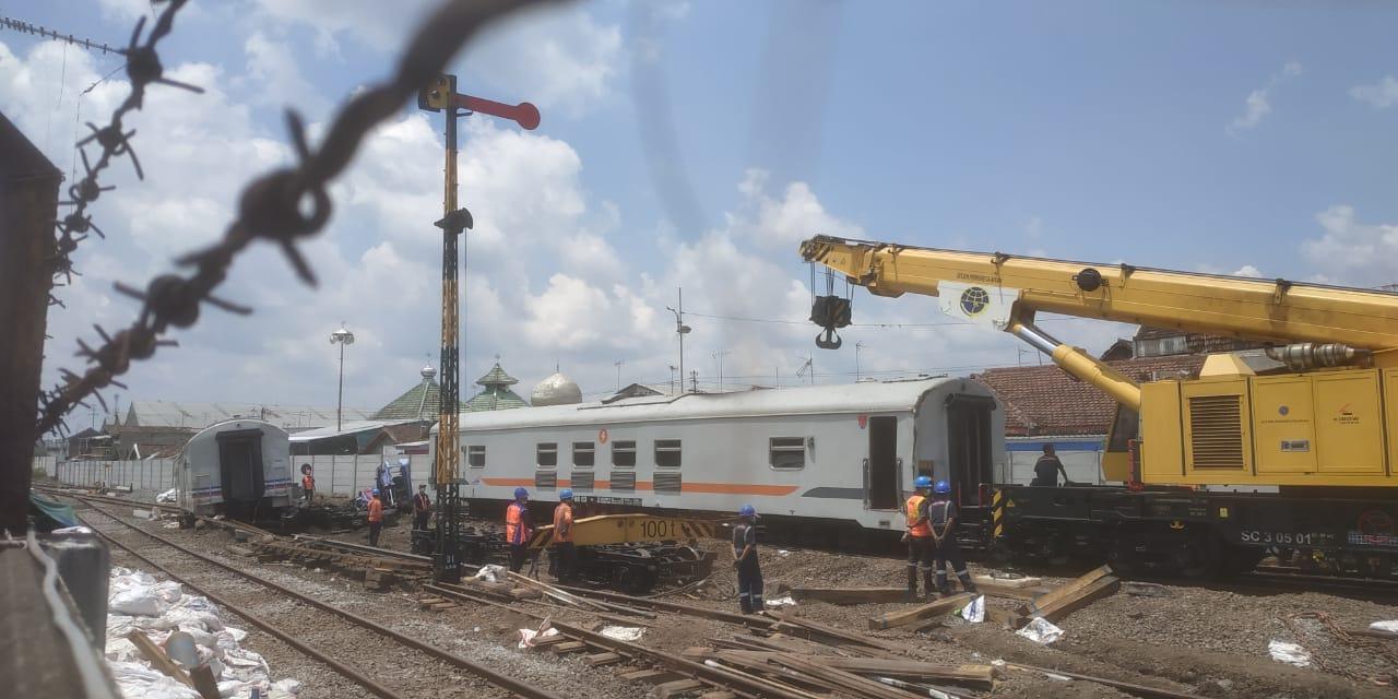 Kereta api di Malang jalan sendiri tanpa lokomotif
