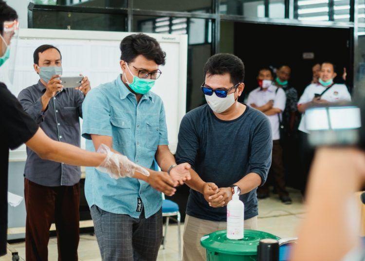 Mencuci tangan salah satu syarat protokol kesehatan yang harus dilakukan saat Pilkada Surabaya tahun 2020