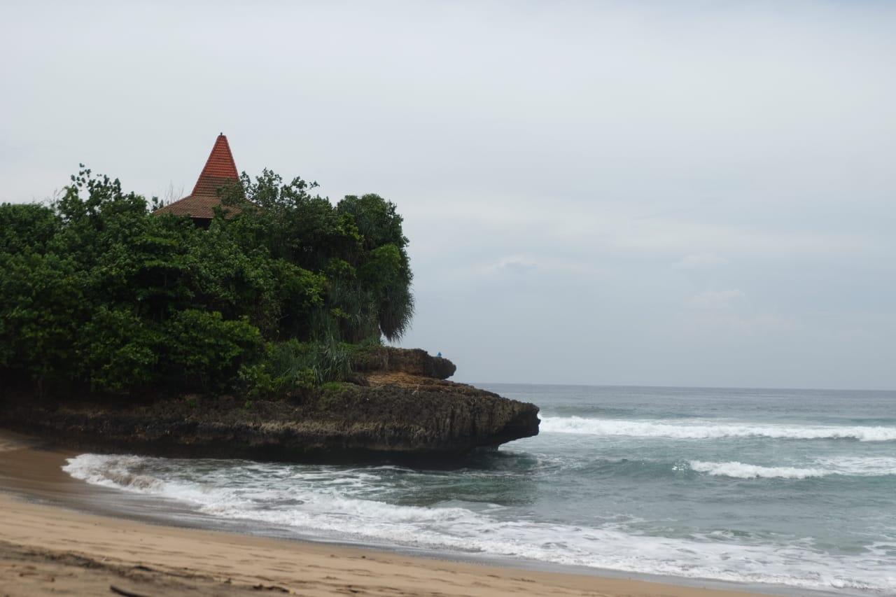 Pantai Taman Ayu, Pantai Kecil nan Rindang dengan Nuansa Private Beach
