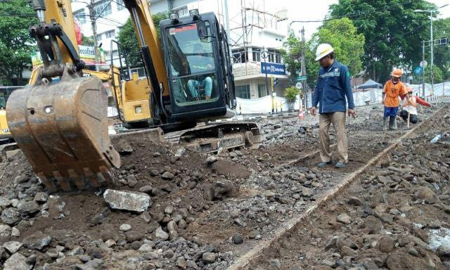 Temuan rel trem di Malang saat proyek pembangunan Kayutangan Heritage. (Foto: AZM)