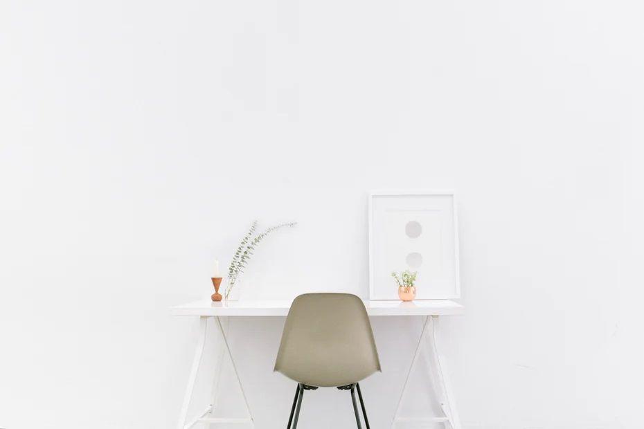 Ruangan minimalis, Orang yang memiliki gaya atau pola hidup minimalis hanya menyiapkan barang-barang esenstial. (Foto: Unsplash)
