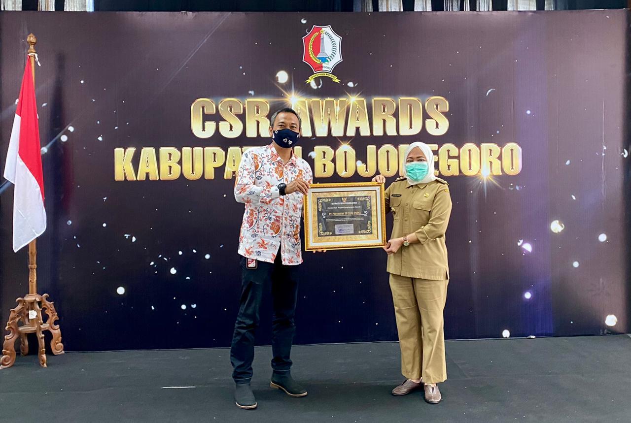 PT Pertamina EP Cepu meraih penghargaan dari Pemkab Bojonegoro terkait program CSR. (Foto: Dokumen)