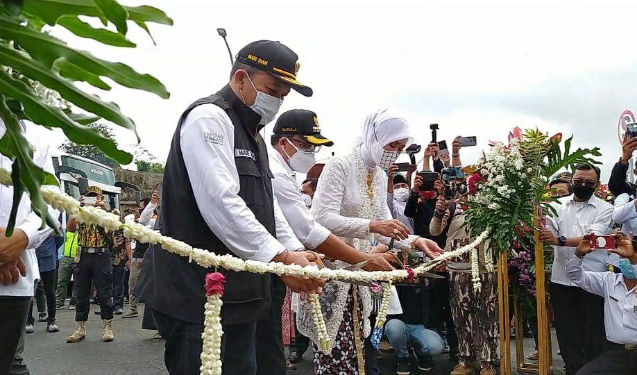Wali Kota Malang Sutiaji bersama seluruh pejabat Forkopimda Kota Malang meresmikan operasional Jembatan Kedungkandang, Rabu (30/12/2020) (Foto: Azmy/Tugu Malang/Tugu Jatim)