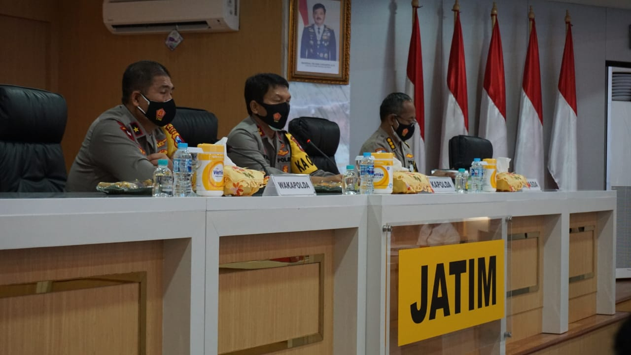 Kapolda Jatim, Irjen Pol Nico Afinta (tengah). (Foto: Humas Polda Jatim)