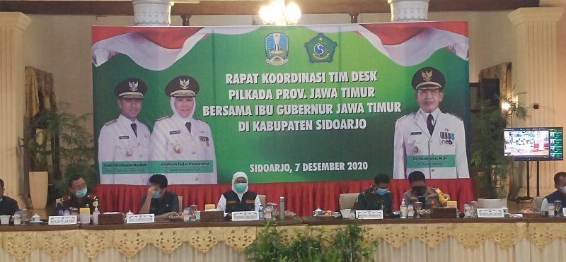 Khofifah meminta agar para saksi dari paslon untuk ikut rapid test saat rakor Desk Pilkada. di Pendopo Kabupaten Sidoarjo, Senin malam(7/12/2020).