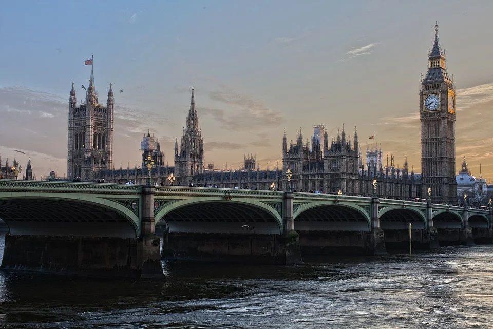 Gedung Parlemen Inggris. Ilustrasi Inggris ditekan ilmuwan untuk memberlakukan lockdown penuh. (Foto: Pixabay)