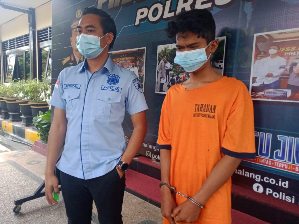 Santoso, pelaku pembunuhan bocah 14 tahun di Malang yang ditutupi daun. (Foto: RAP)