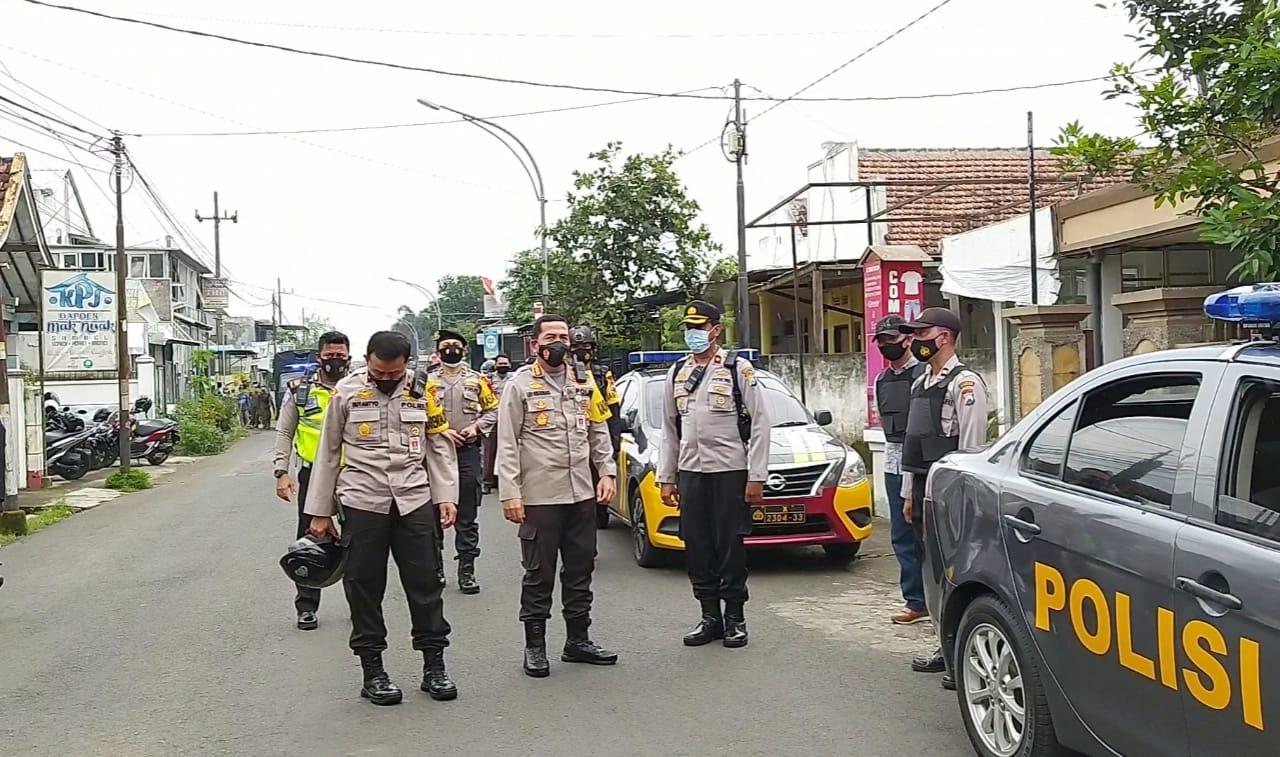 Operasi penyisiran tim gabungan pasca penetapan ormas FPI sebagai organisasi yang dilarang, Kamis (31/12/2020). (Foto: Azmy)