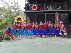 Persiapan sebelum rafting di Kaliwatu Rafting. (Foto: Dokumen)
