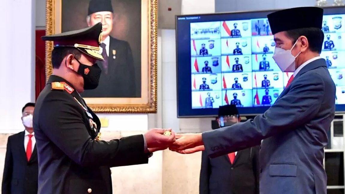 Presiden Jokowi resmi melantik Komjen Listyo Sigit Prabowo sebagai Kapolri. (Foto: Biro Pers Sekretariat Negara)