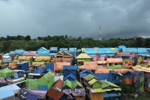 Kampung Warna Warni Jodipan, salah satu kampung tematik di Kota Malang yang sebelumnya tutup akibat kebijakan PPKM. (Foto: Bayu Eka/Tugu Jatim)