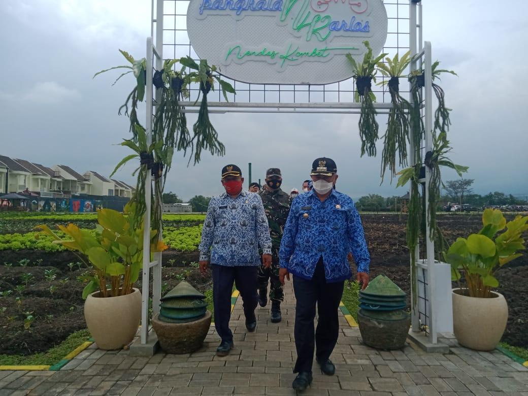 Bupati Malang Muhammad Sanusi saat mengunjungi Desa Ampeldento. (Foto: Rap/ln)