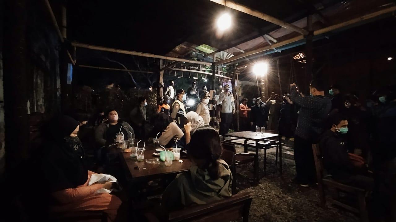 Penerapan jam malam di kafe bakal lebih longgar hingga pukul 20.00 di Kota Malang. (Foto: Azmy/Tugu Jatim)