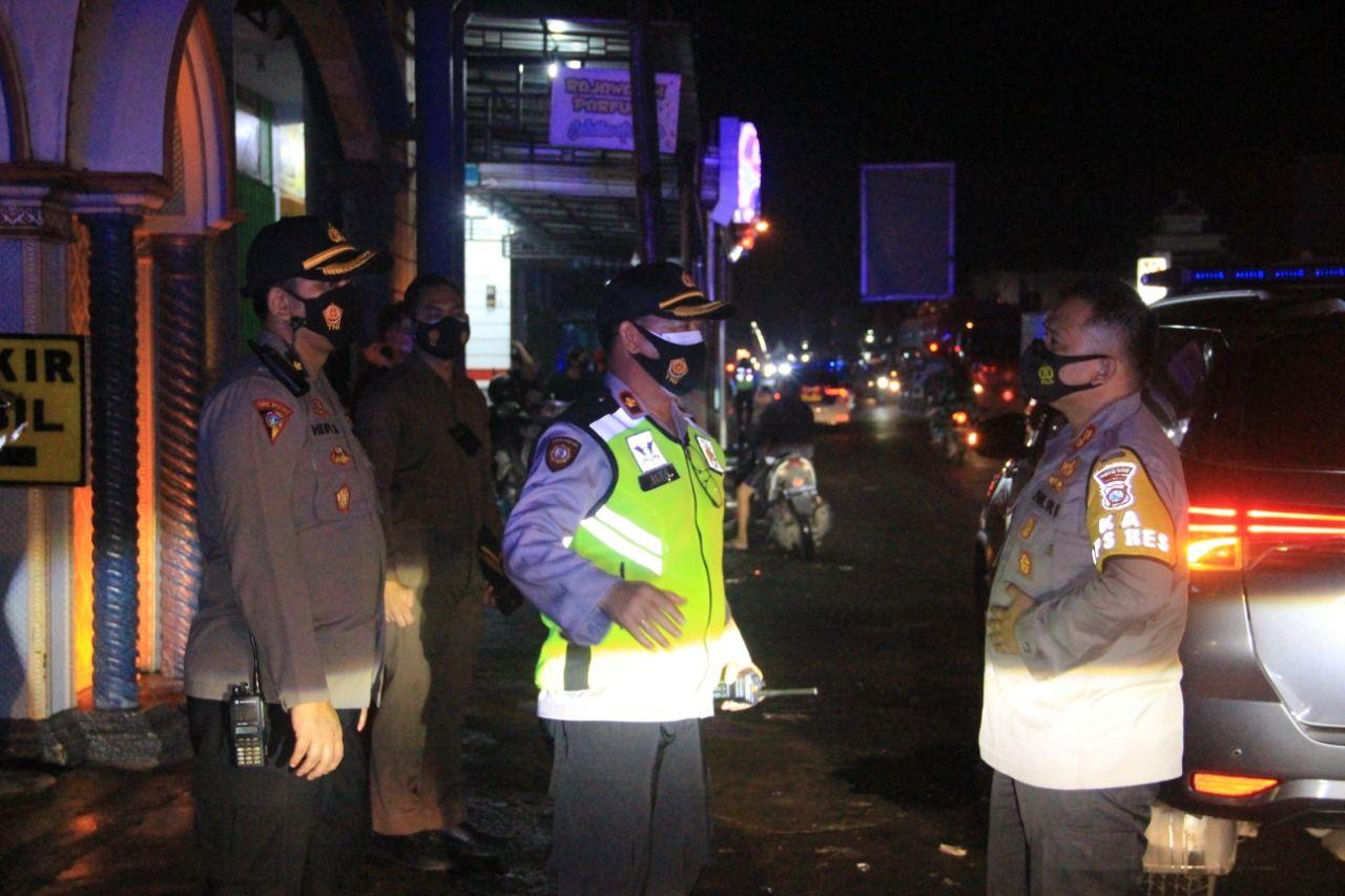 Pelaksanaan pemberlakuan pembatasan kegiatan masyarakat (PPKM) tahap pertama untuk mencegah persebaran corona. (Foto: Rap/Tugu Jatim)