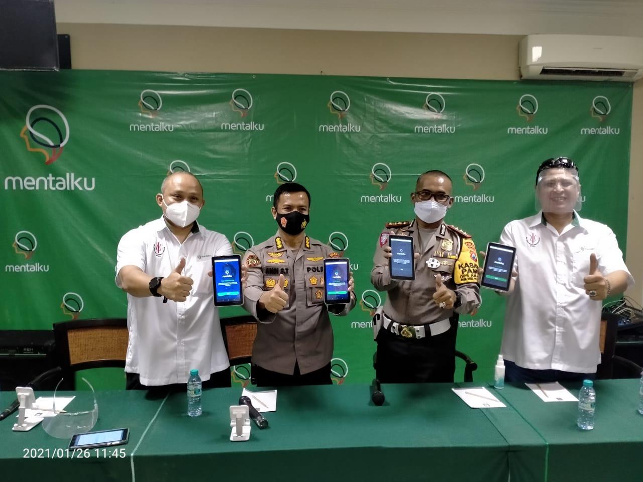 """Tim pembuat aplikasi """"Mentalku"""" sedang sosialisasi untuk mempermudah tes psikologi pembuatan atau perpanjangan SIM. (Foto: Polda Jatim/Tugu Jatim)"""