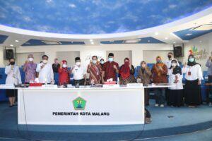 Wali Kota Malang Sutiaji bersama peserta Musrenbang Lansia di Kota Malang. (Foto: Feni Yusnia/Tugu Malang)
