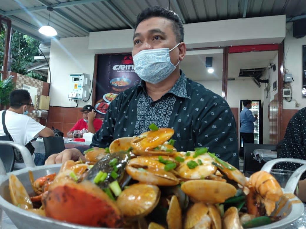 Pengusaha sukses dan pemilik Restoran Seafood Capiting di Surabaya Yudha Setiawan. (Foto:Ben/Tugu Jatim)