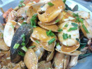 Menu andalan Restoran Seafood Capiting. (Foto:Ben/Tugu Jatim)