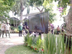 Suasana ketika Khofifah Indar Parawansa mengikuti kegiatan vaksinasi melalui virtual di Surabaya, Jatim. (Foto: Rangga Aji/Tugu Jatim)