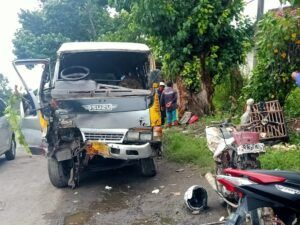 Mobil Elf setelah kecelakaan. (Foto: Mila Arinda/Tugu Jatim)