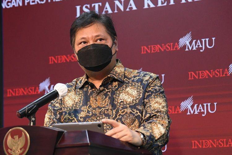 Menko Perekonomian Airlangga Hartarto memberikan keterangan pers usai Rapat Terbatas yang dipimpin oleh Presiden Joko Widodo, di Jakarta, Kamis (21/01/2021). (Foto: Humas Sekretariat Kabinet)
