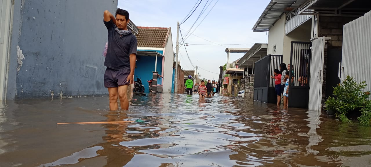 Bencana banjir di Kabupaten Kediri. Total 400 rumah terendam banjir, Kamis (7/1/2021). (Foto: Rino Hayyu/Tugu Jatim)