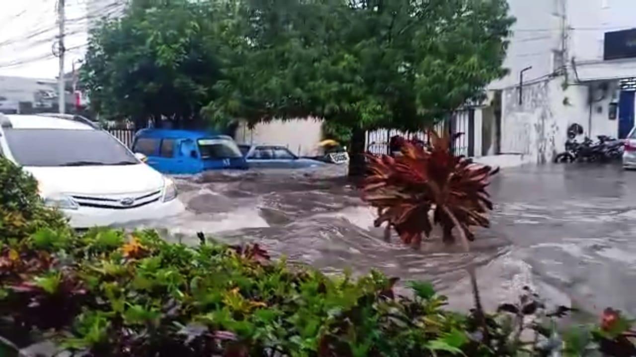 Banjir di Kota Malang yang terjadi Selasa (5/1/2021) sore. (Foto: Dokumen Tugu Malang/Tangkapan Layar)