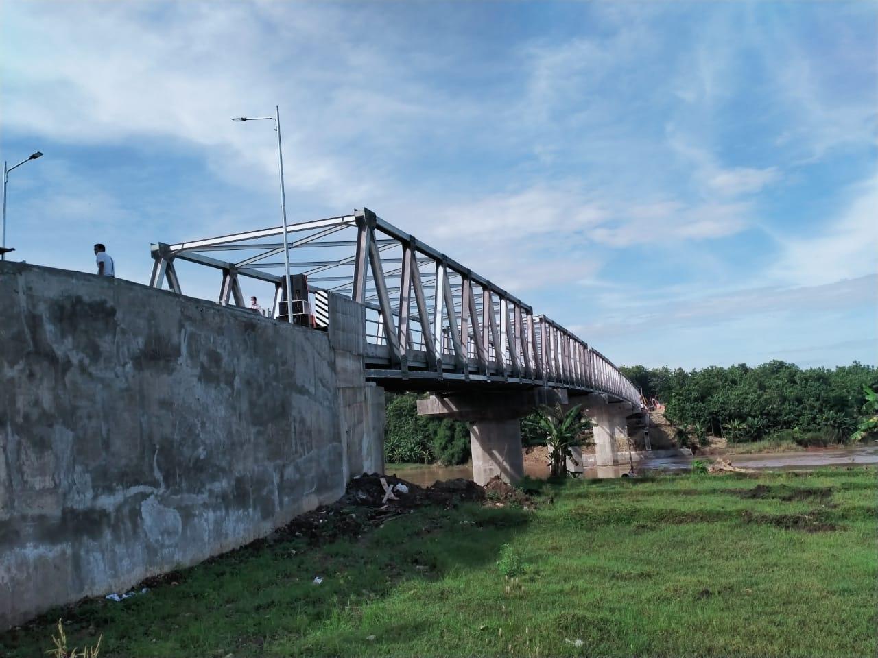 Jembatan Terusan Bojonegoro-Blora yang diresmikan oleh Menteri PUPR dan Mensesneg, Minggu (3/1/2021) lalu. (Foto: Mila Arinda/Tugu Jatim)