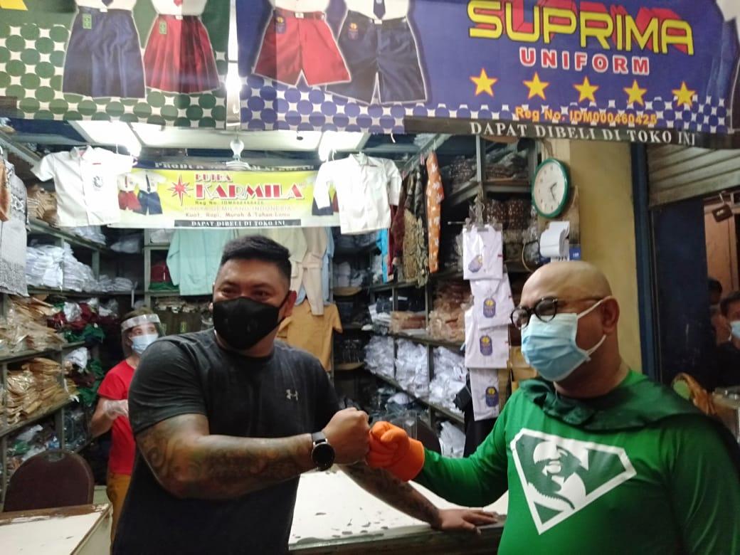 New Man Surabaya, super hero yang jadi ikon protokol kesehatan Kota Surabaya. (Foto: Rangga Aji/Tugu Jatim)