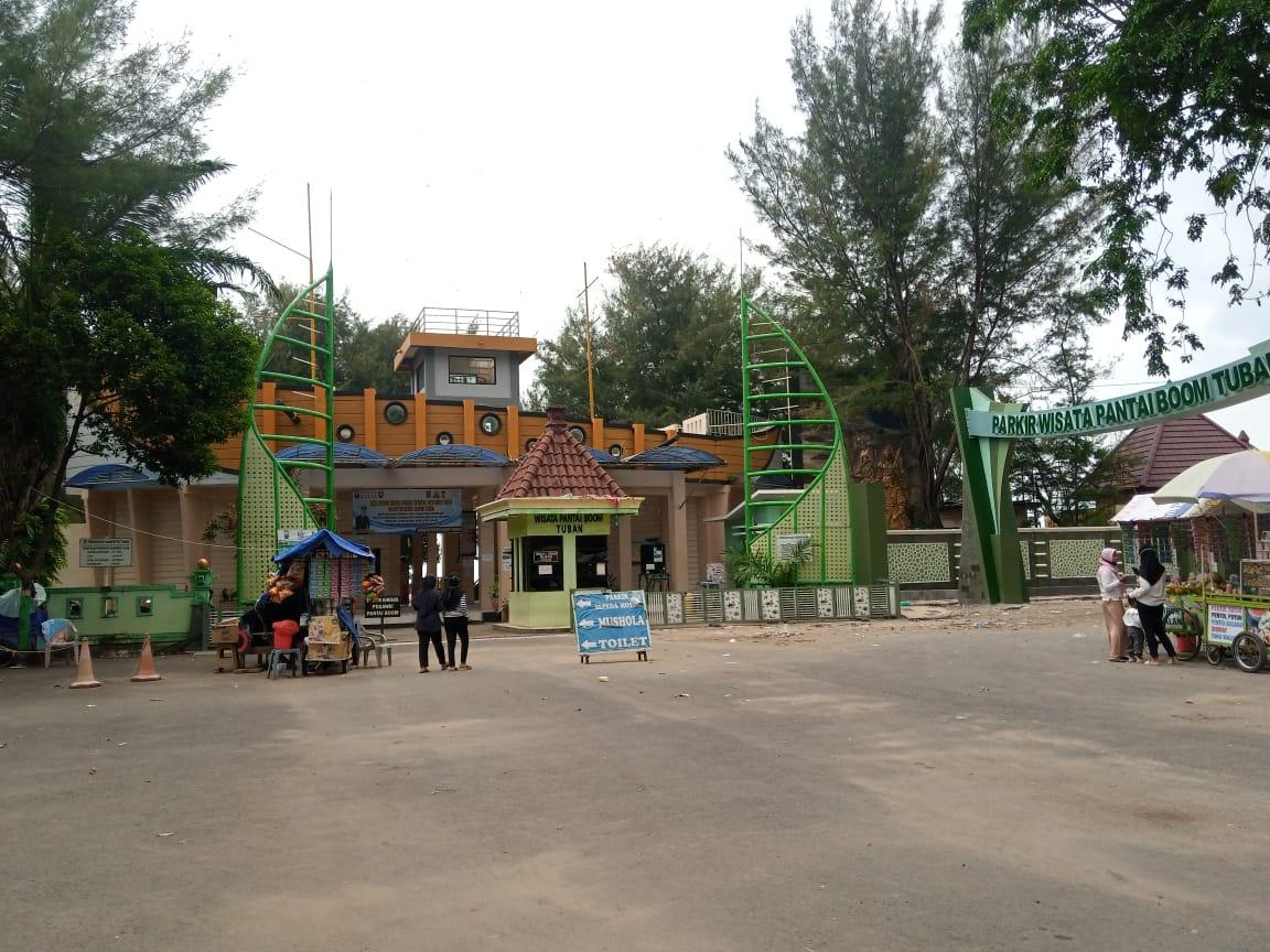 Wisata Pantai Boom, Tuban, salah satu sektor pariwisata di yang sumbang pendapatan Kabupaten Tuban. (Foto: Moch Abdurrochim/Tugu Jatim)