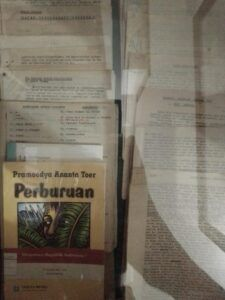 Buku milik Pramoedya Ananta Toer yang lainnya, Perburuan. (Foto: Rangga Aji/Tugu Jatim)