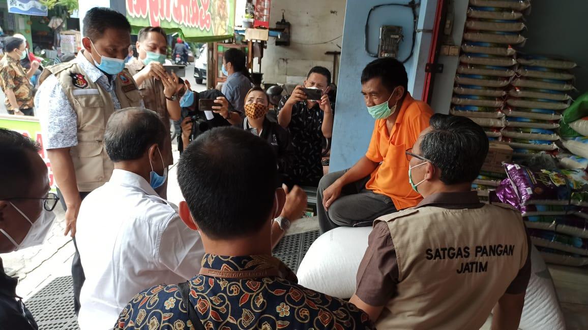 Badan Ketahanan Pangan dan Satgas Pangan Jatim melakukan sidak ke beberapa produsen tempe di Surabaya. (Foto: Dokumen/Polda Jatim)