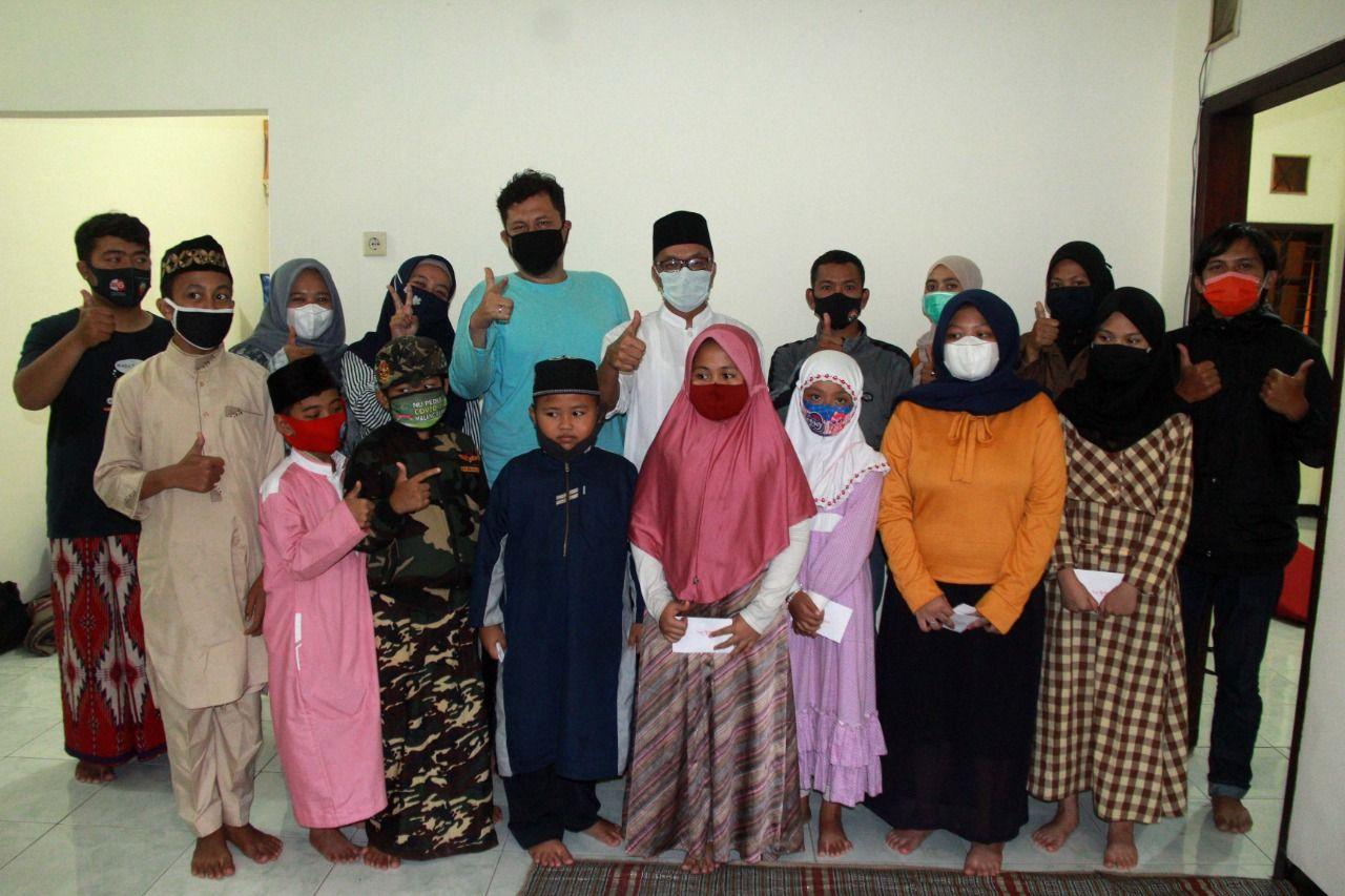Suasana santunan kepada anak yatim piatu di kantor Tugu Media Group, di Kota Malang. (Foto: Ben/Tugu Jatim)