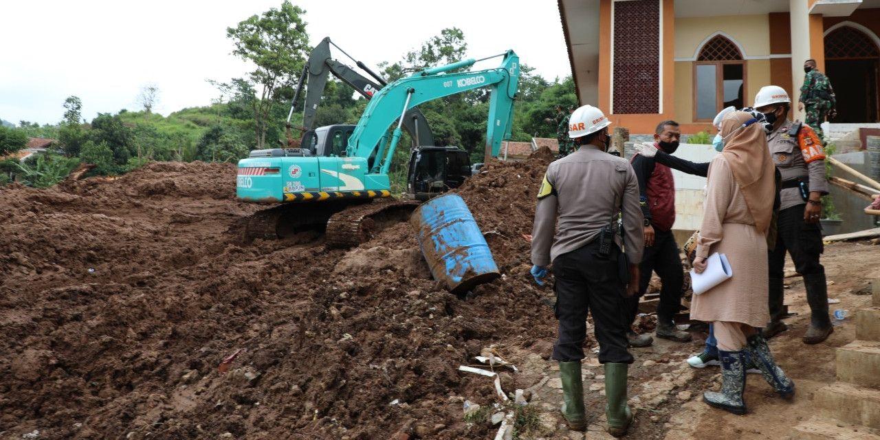 Ilustrasi bencana tanah longsor yang terjadi di Sumedang. (Foto: BNPB)