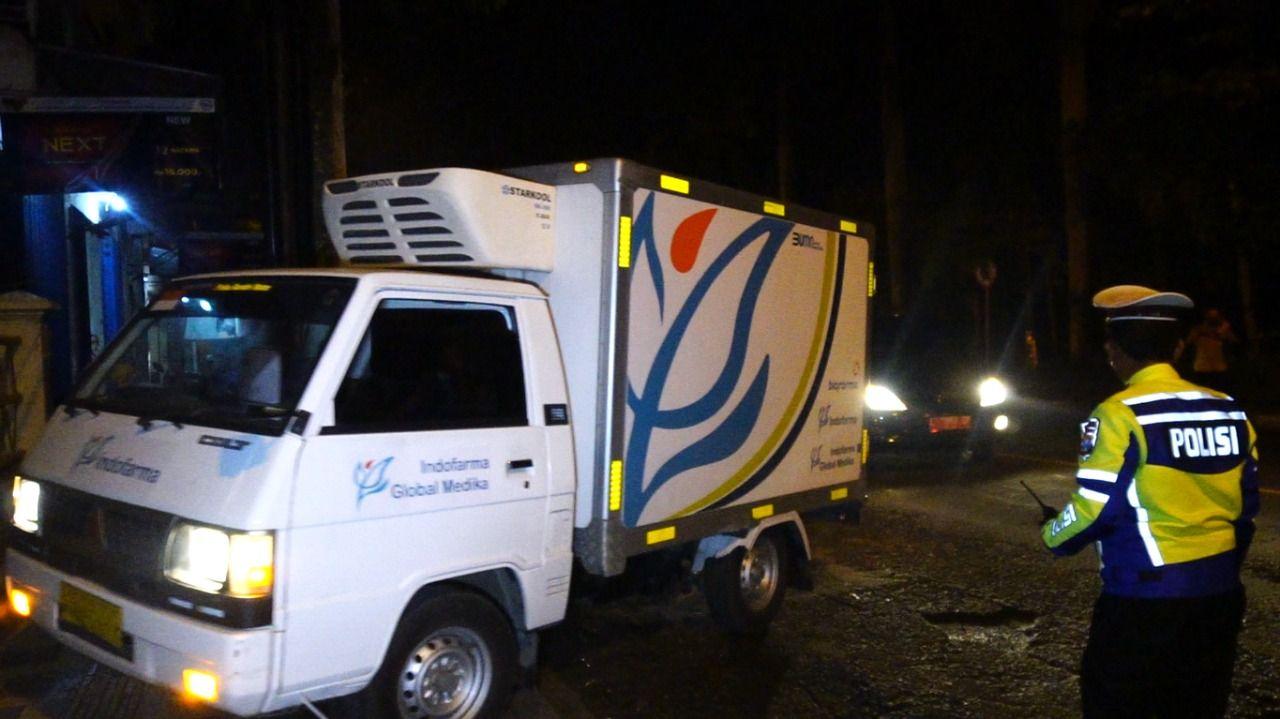 Vaksin COVID-19 Tiba di Bojonegoro Selasa (26/1/2021) dini hari dan mendapat pengawalan ketat dari pihak kepolisian (Foto: Humas Polres Bojonegoro)
