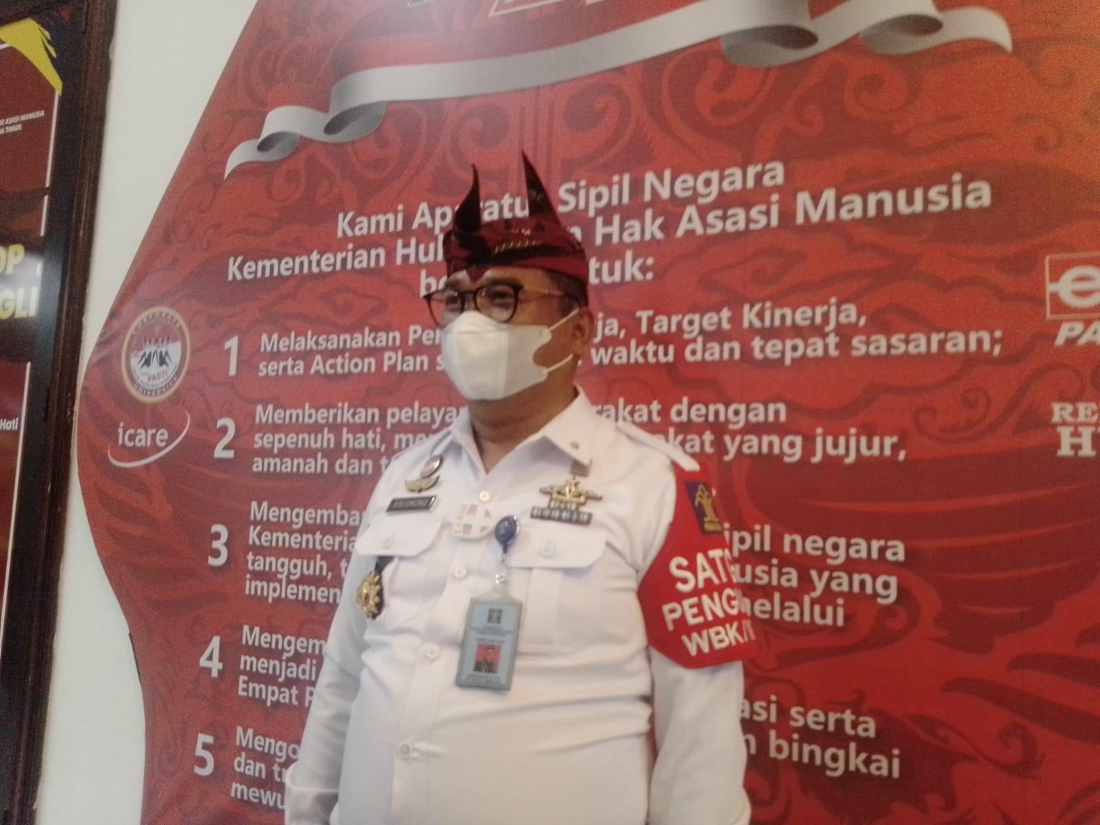 Kepala Kantor Wilayah (Kakanwil) Kementerian Hukum dan Hak Asasi Manusia (Kemenkum HAM) Provinsi Jawa Timur Krismono diwawancarai terkait Deklarasi Janji Kinerja 2021 dan Pencanangan Integritas Menuju Wilayah Bebas dari Korupsi (WBK) dan Wilayah Birokrasi Bersih dan Melayani (WBBM) Kamis (04/02/2021). (Foto: Rangga Aji/Tugu Jatim)
